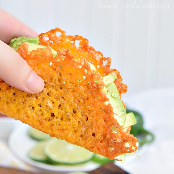 Low-Carb-Taco-Night-with-Cheese-Taco-Shells_close-up-on-taco-shell